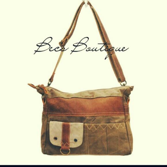 Myra Bags Boutique / Contactez la boutique pour savoir.